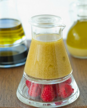EASY AND FLAVORFUL SALAD DRESSING
